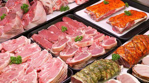 In vielen Supermärkten wird Tönnies-Fleisch verkauft. - Foto: istock/camij