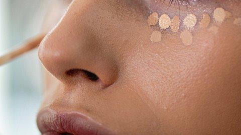 Tantouring: Dieser Make-up Trend löst das Contouring ab! - Foto: FluxFactory/iStock