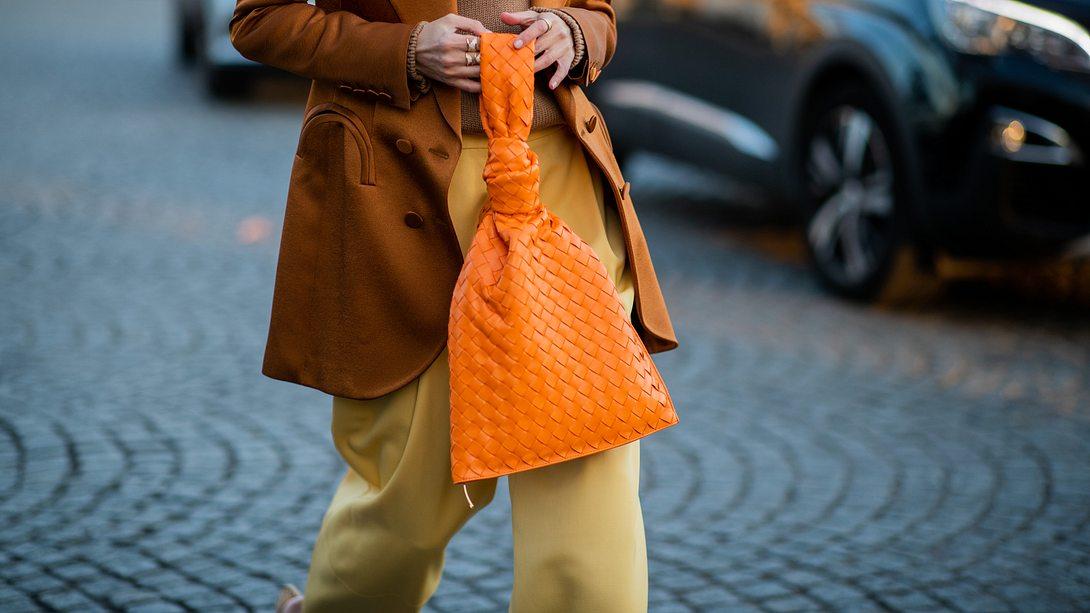 Taschen Trends 2021: Diese 5 Handtaschen sind jetzt im Herbst und Winter mega angesagt! - Foto: Christian Vierig/Getty Images