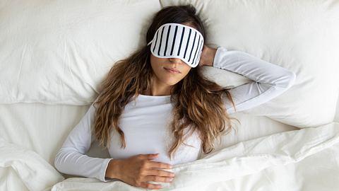 Tiefschlaf: So kommst du in die erholsame Schlafphase - Foto: fizkes/iStock
