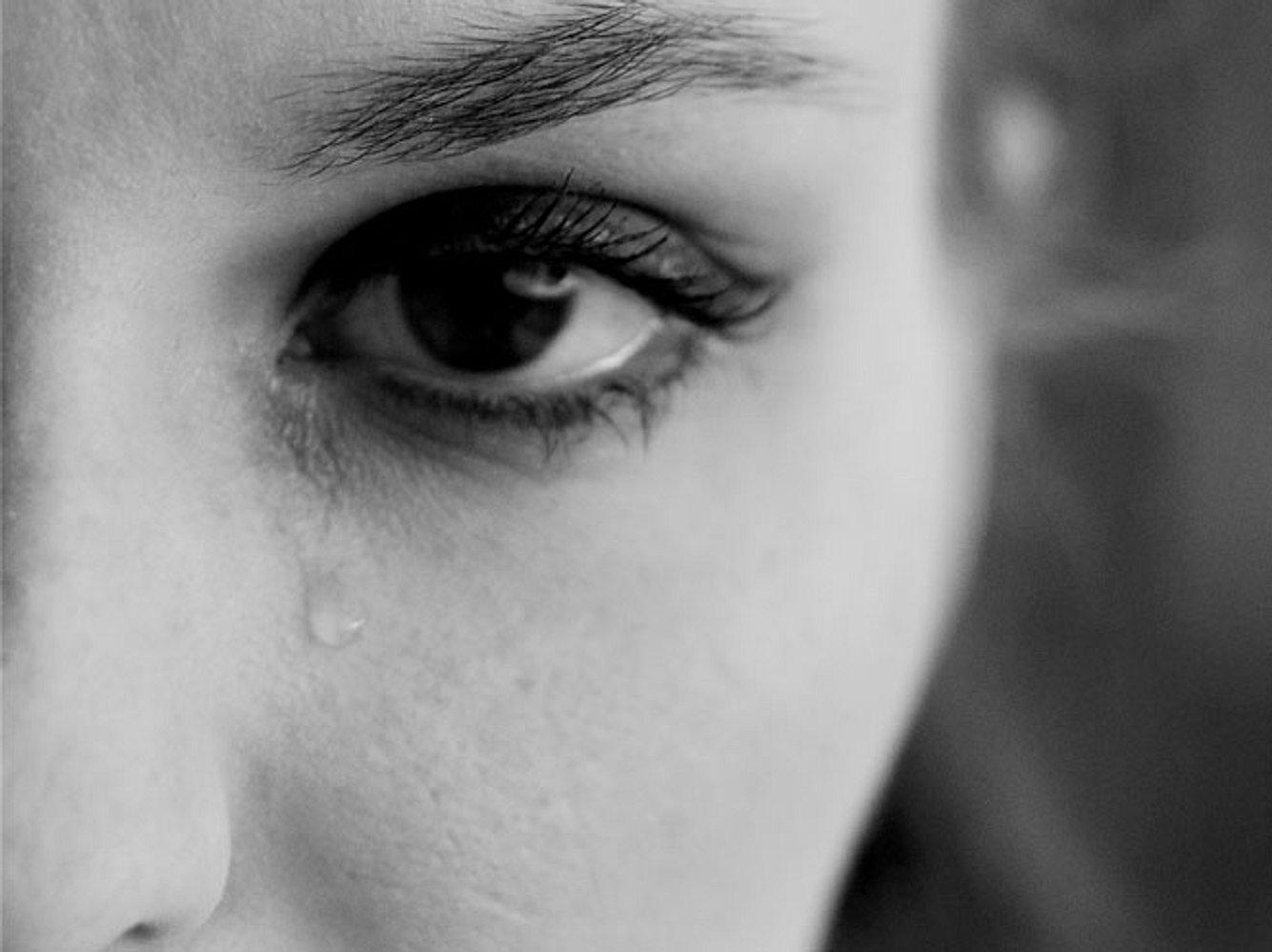 Wie sehr Kinder unter einer narzisstischen Persönlichkeitsstörung ihrer Eltern leiden können, zeigt die Geschichte von Gabriele Nicoleta, Tochter einer narzisstischen Mutter.