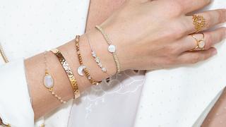 Mit diesem genialen Trick kannst du dein Armband selber anziehen - ganz ohne Hilfe! - Foto: OceanProd/iStock