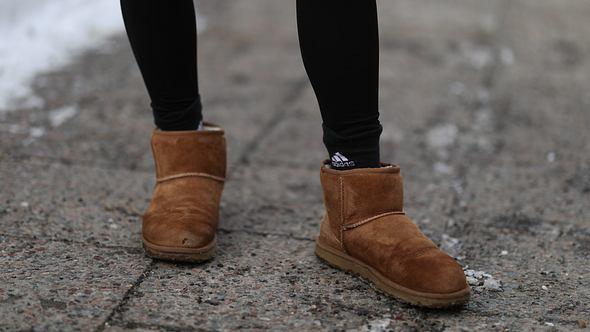 Lammfell-Stiefel und UGG Boots reinigen und pflegen: So einfach gehts! - Foto: Jeremy Moeller/Getty Images