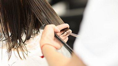 Der Undone Bob gehört zu den Trend-Frisuren 2021. - Foto: Ivan-balvan/istock