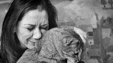 Eine Katze ist für viele wie ein Familiemitglied. - Foto: jeangill/istock