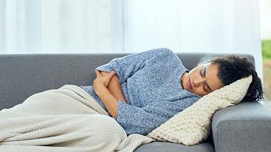 Unterleibsschmerzen nach Sex: Mögliche Ursachen und Tipps - Foto: Moyo Studio/iStock