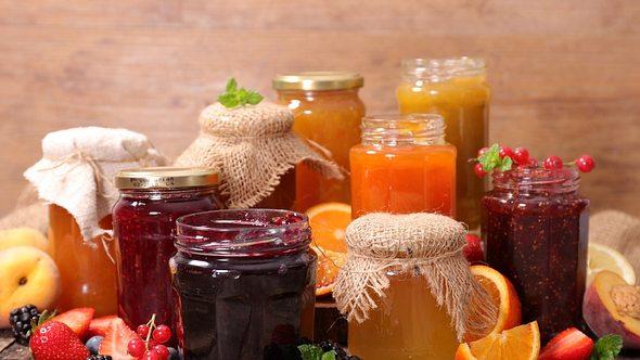 Was ist der Unterschied zwischen Marmelade und Konfitüre? - Foto: margouillatphotos/iStock
