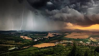 Es wird gefährlich: Unwetterwarnungen für Deutschland - Foto: iStock / Revolu7ion93