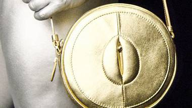 vagina tasche gold - Foto: www.damnsel.co