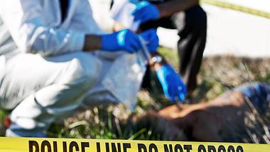 Vater ermordet seine Kinder mit Harpune - Foto: iStock/Yuri_Arcurs