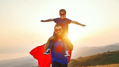 Wie beeinflusst ein Vaterkomplex, also die Vater-Tochter-Beziehung, die Partnerschaft und wie kann ich mich davon befreien? Unsere Expertin weiß Rat. - Foto: evgenyatamanenko / iStock