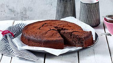 Unser veganer Schokokuchen ist schnell gemacht und super fluffig. - Foto: House of Food / Bauer Food Experts KG