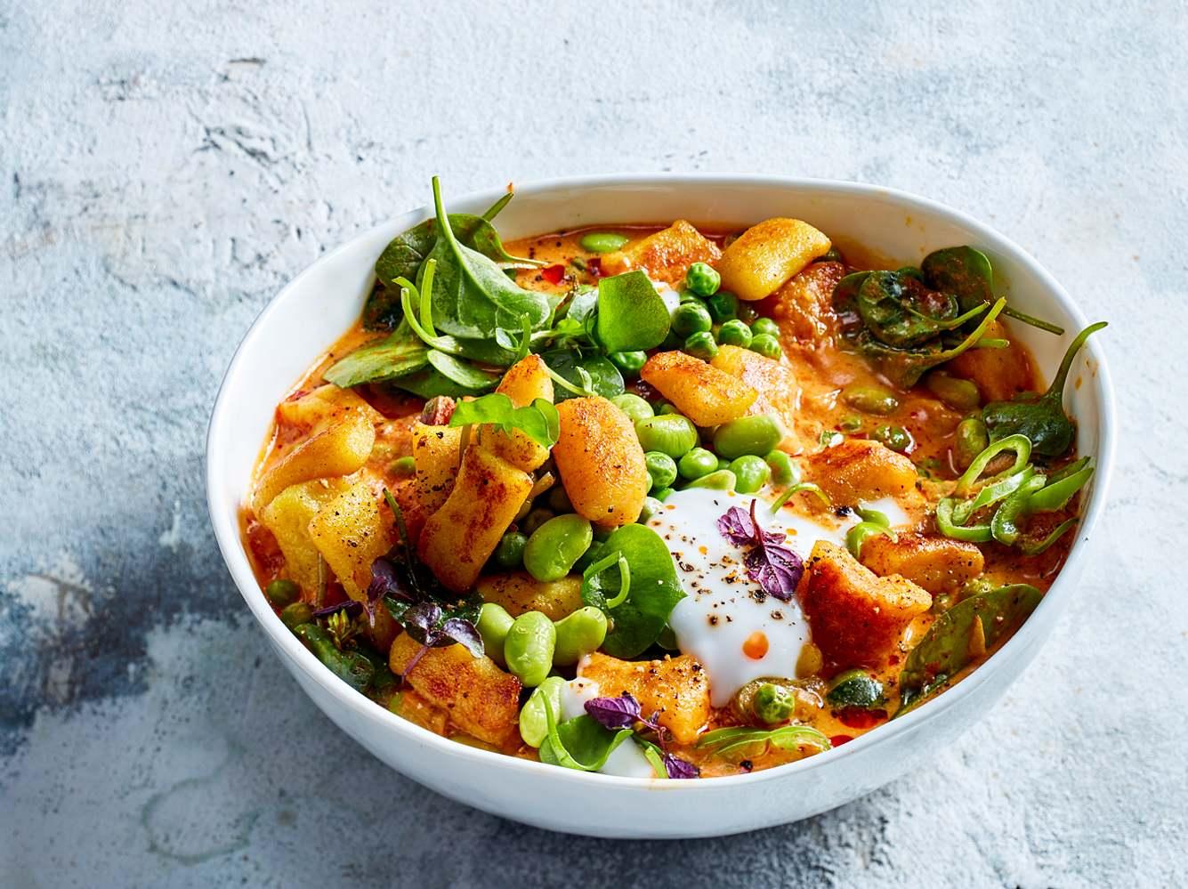 Ob selbst gemachte Gnocchi oder aus der Kühltheke, dieses Curry schmeckt himmlisch gut.