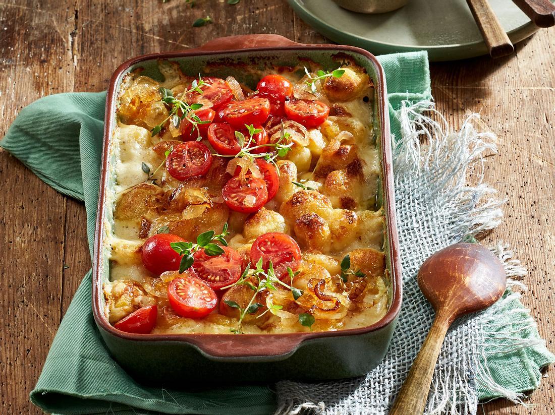 Gnocchis als Füllung eines vegetarischen Auflaufs.