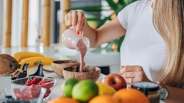 Diese Lebensmittel regen die Verdauung an.  - Foto: South_agency/iStock