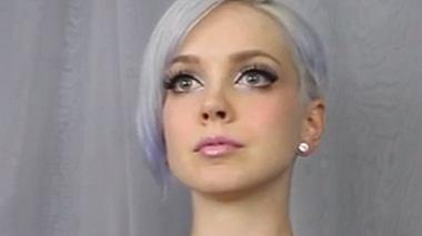 virales video model laesst brueste zu mozart tanzen - Foto: Youtube