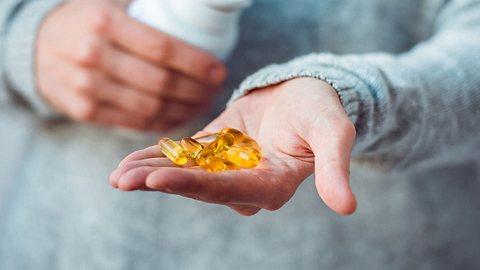 Vitamin-D-Überdosierung: Nicht jeder sollte Vitamin-D-Präparate eigenständig einnehmen. - Foto: iStock
