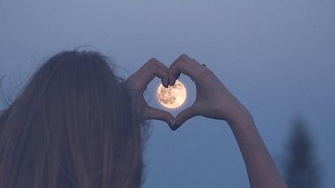 Diese Sternzeichen haben eine gute Woche. - Foto: zoff-photo/iStock
