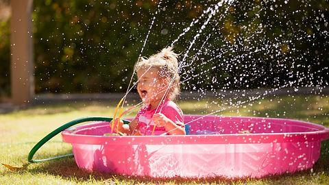 Dieses Wasserspielzeug kommt gut bei Kindern an - Foto: iStock/JennaWagner