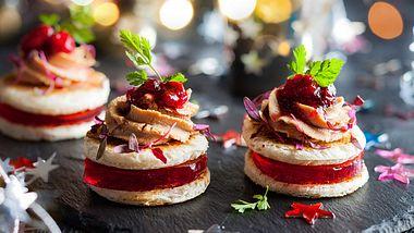 Diese weihnachtlichen Snacks machen jede Party zu einem Hit. - Foto: iStock/Sarsmis