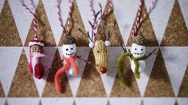 weihnachtsbaumanhaenger aus erdnuessen basteln - Foto: deco6style