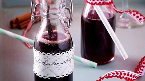 Glühweinlikör in kleinen Flaschen ist ein schönes Weihnachtsgeschenk aus der Küche. - Foto: House of Food / Bauer Food Experts KG