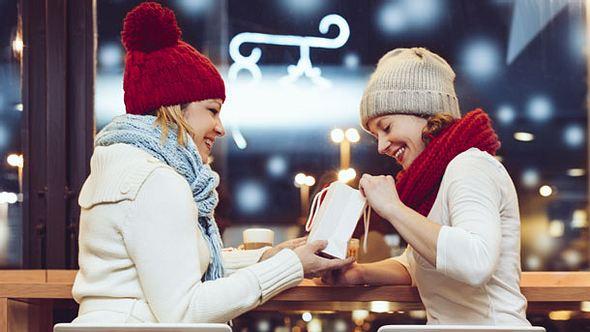 Weihnachtsgeschenke für Freundinnen - Foto: iStock