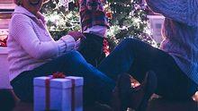 Weihnachtsgeschenke für Oma - Foto: AleksandarNakic / iStock