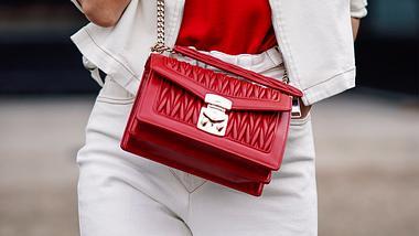 Weiße Jeans zu kombinieren ist gar nicht so einfach… Wir geben Tipps für stilsichere und trendige Outfits. - Foto: iStock