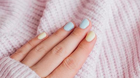 Welche Nagellack-Farbe passt zu mir? Finde die perfekte Nuance für deinen Hautton - Foto: Polina Lebed/iStock