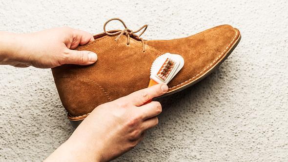 Wildleder reinigen und pflegen: Die besten Tipps und Hausmittel für das empfindliche Leder - Foto: Cleardesign1/iStock
