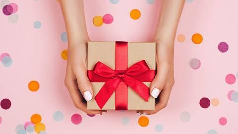 Witzige Geschenke für jede Gelegenheit - Foto: iStock/efetova