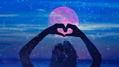 Diese Sternzeichen haben besonderes Glück in der Liebe. - Foto: m-gucci/iStock