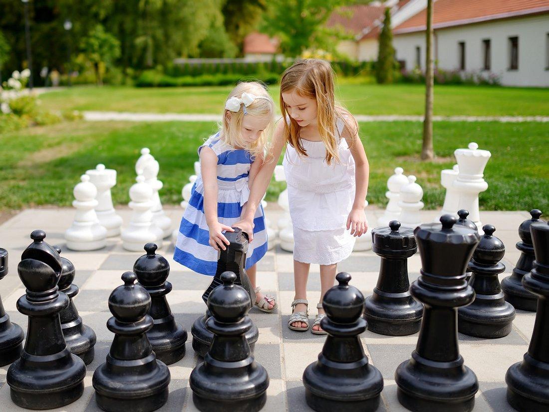 Mädchen spielen XXL Outdoor Spiele