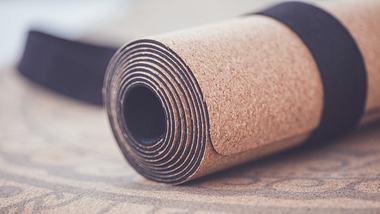 Yogamatte nachhaltig für das Training - Foto: iStock/tjasam